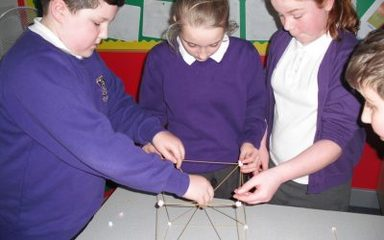 Year 5/6 Showing great teamwork, determination and perseverance – Build the tallest tower!